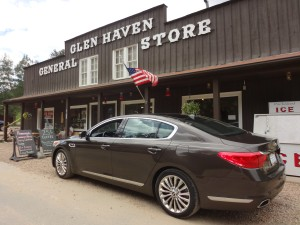 The new Kia K900 luxury sedan at the general store in Glen Haven. (Bud Wells photos)