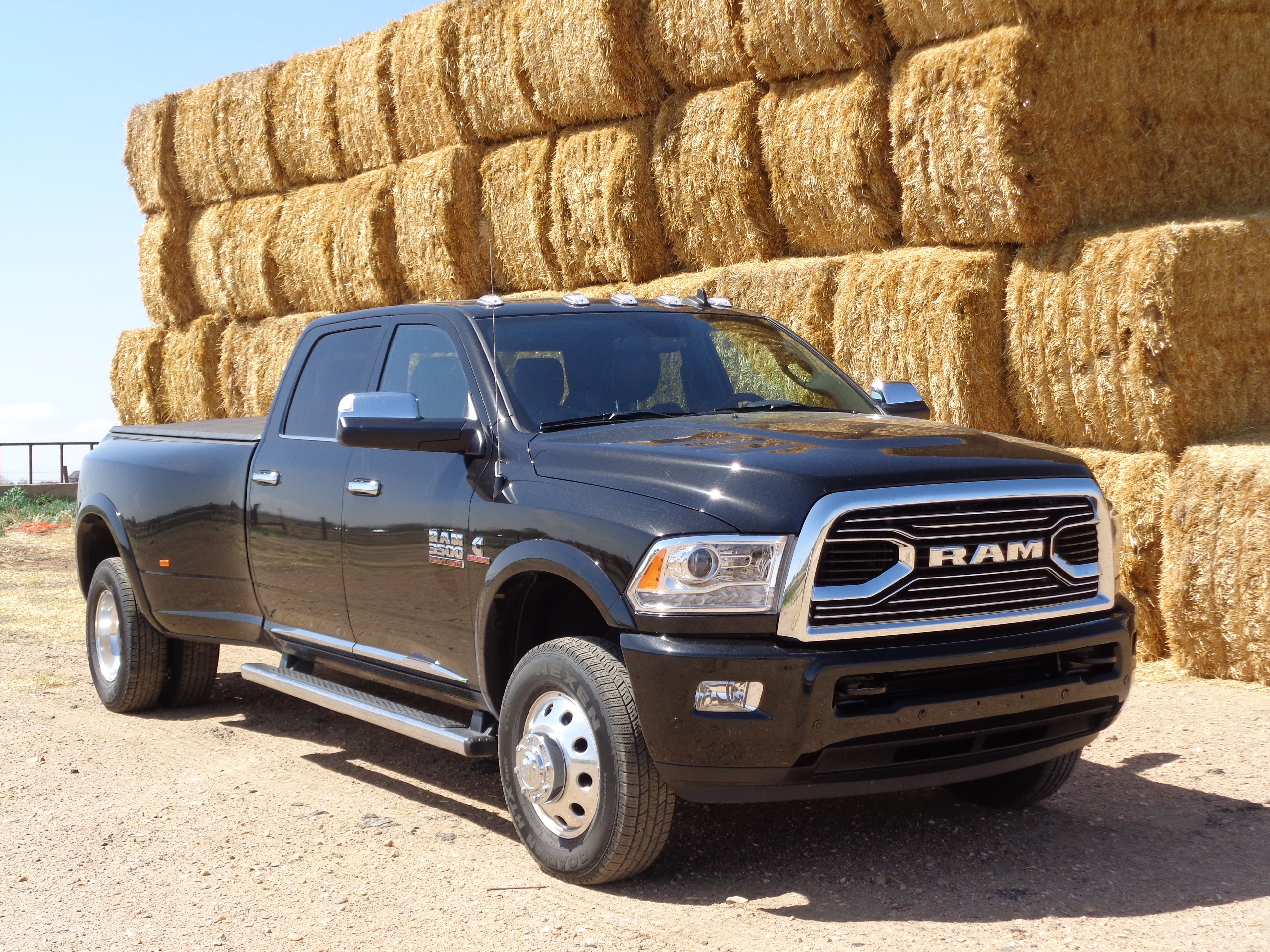 ram 3500 dually readied for tough tasks. Black Bedroom Furniture Sets. Home Design Ideas