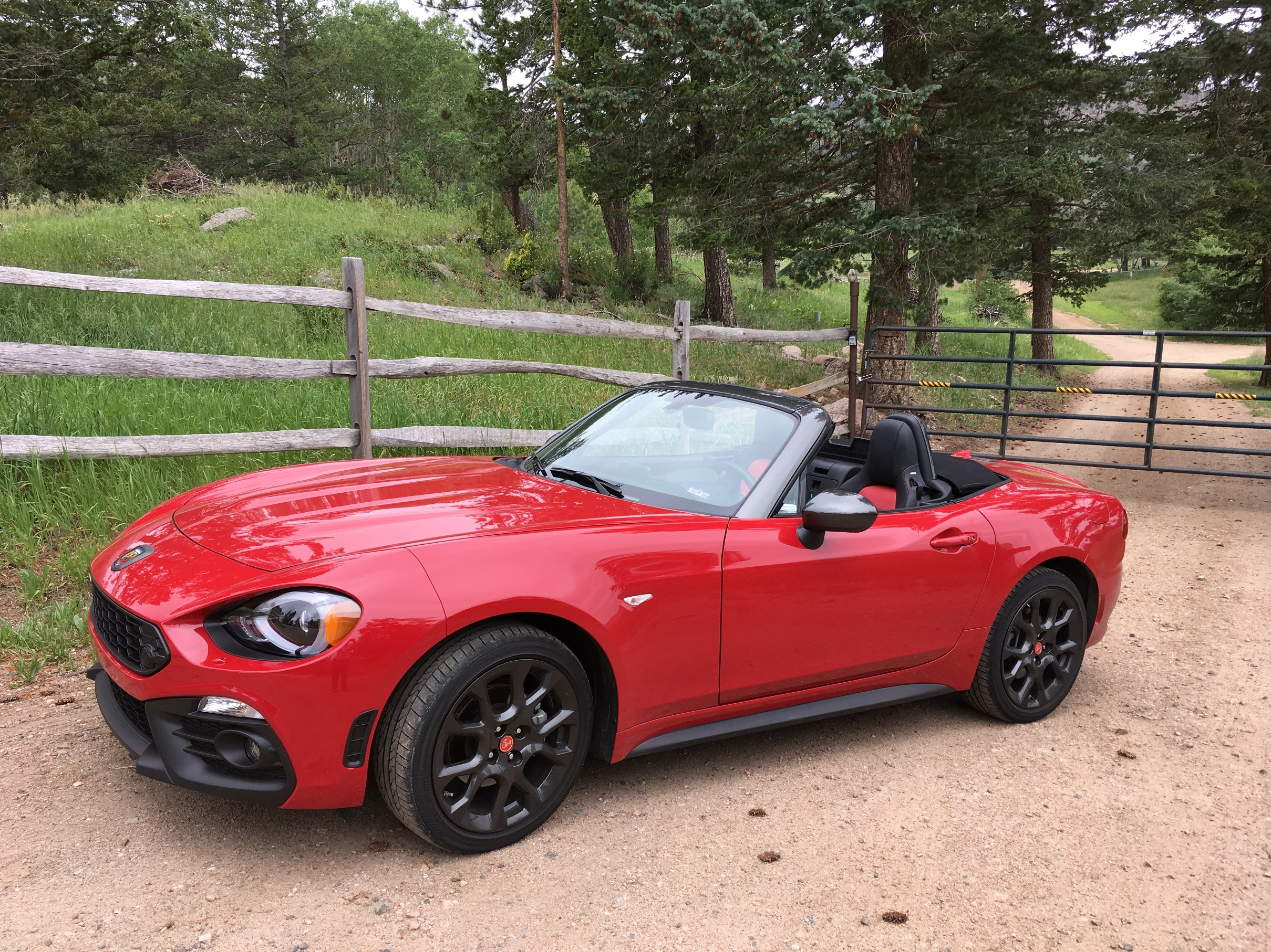 fiat 124 spider tests twists of rist. Black Bedroom Furniture Sets. Home Design Ideas